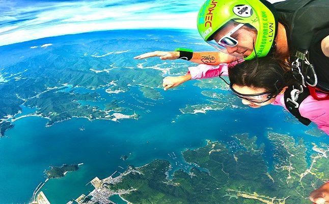 スリルと興奮のスカイダイビング体験とシーサイドリゾート宿泊プラン