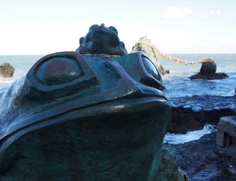 二見興玉神社 / 二見蛙(無事にかえる・お金がかえる)が見守っています