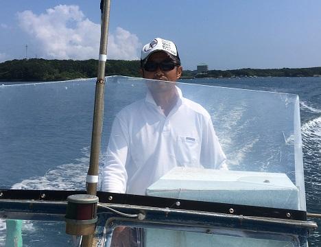 船の操縦はベテランの漁師さんなので安心です。